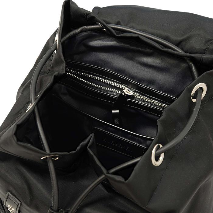 バーバリー ミディアムサイズ バックパック 内側のファスナー付ポケット