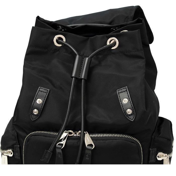バーバリーミディアムサイズ バックパック 外側にポケット3つ